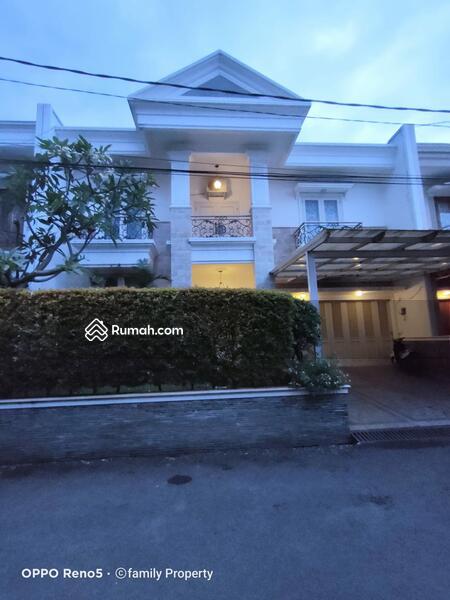 Rumah mewah dengan private swimpool, di jakarta selatan #108628606