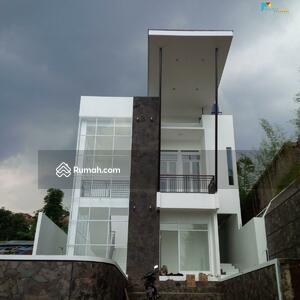 Dijual - Rumah mewah di Bojong Koneng Dekat Dago Resort Bandung Luas murah strategis bisa Kpr