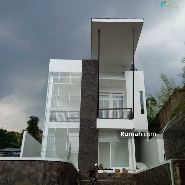 Rumah mewah di Bojong Koneng Dekat Dago Resort Bandung Luas murah strategis bisa Kpr #106009564