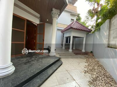 Dijual - SALE ! !! Rumah 3 Lantai Lokasi SANGAT STRATEGIS & Nyaman Di Alam SUTERA