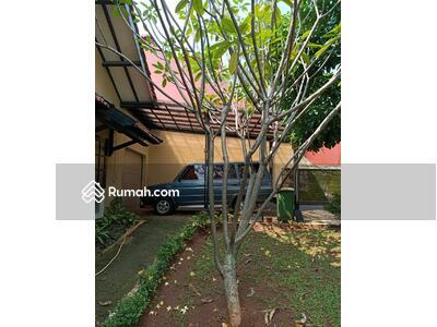 Dijual - Rumah tua dengan halaman luas didaerah kesehatan Bintaro Jakarta Selatan