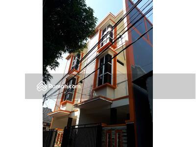 Dijual - Rumah Baru 3 Lantai di Condet Lokasi Strategis dan Nyaman Terjangkau Bebas Banjir
