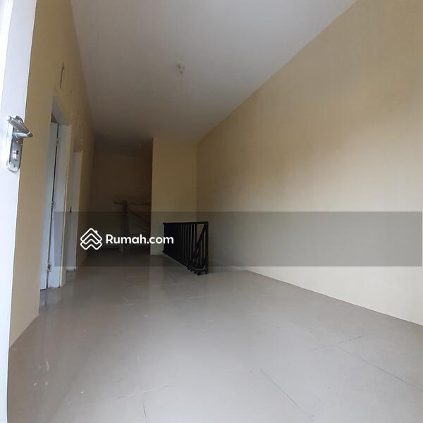 Rumah 3 KT lantai granit di solo baru #106544458