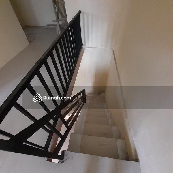 Rumah 3 KT lantai granit di solo baru #106544482