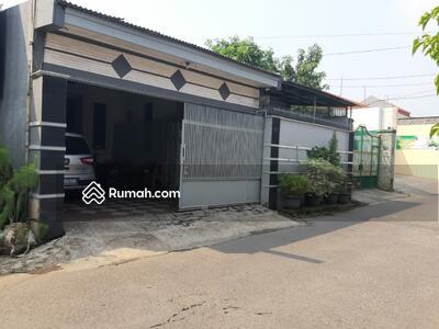 Dijual - Rumah second di pinggir jalan utama Bintara raya 11