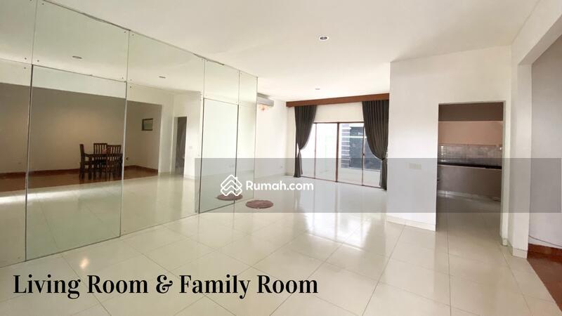 Disewakan rumah 2 lantai DALAM CLUSTER TERDEPAN SEMI FURNISH di jakarta garden city #106727336