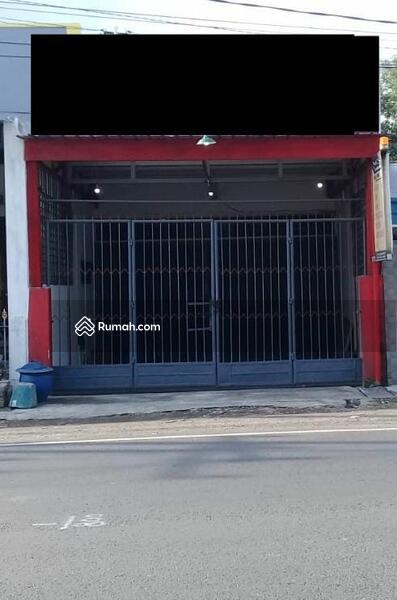Rumah untuk Usaha Poros Jalan Raya Perusahaan Karanglo Malang #106955560