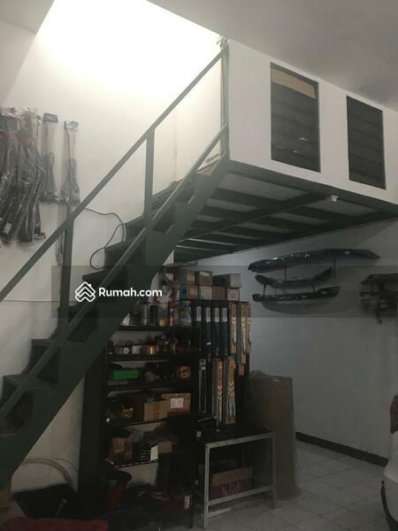 Rumah untuk Usaha Poros Jalan Raya Perusahaan Karanglo Malang #106955570