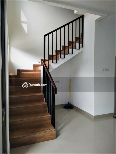 Modern House 2 Lantai di Beji Yg Low Budget Lokasi 8 Menit Ke Stasiun Pondok Cina #106985872