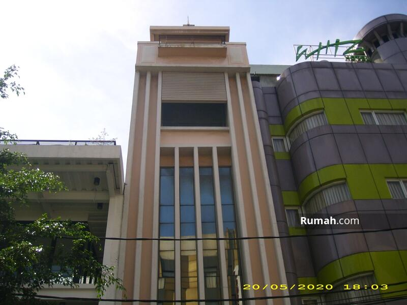 Gedung Kecil Dekat Blok M, 5 lantai, Strategis, Siap Pakai #107022438