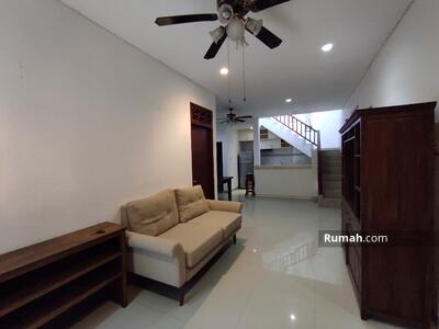 Disewa - Rumah 2+1 bedrooms di Canggu