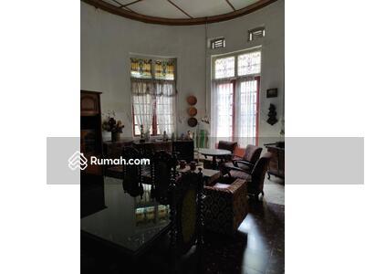 Dijual - Dijual Rumah Bangunan Belanda di Mainroad Riau, RE Martadinata Bandung Kota