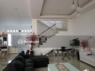 Dijual - Rumah semi furnished 3 Lantai luas 12x24 285m2 Citra Garden Jakarta Barat