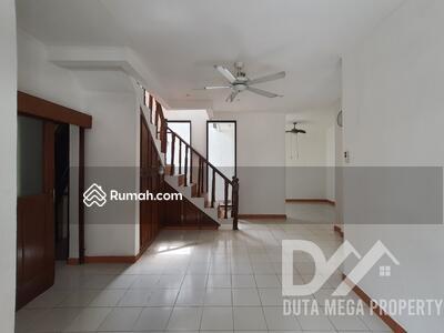 Dijual - Rumah Cantik DIJUAL CEPAT Lokasi Sangat Strategis di Sektor 9 Bintaro
