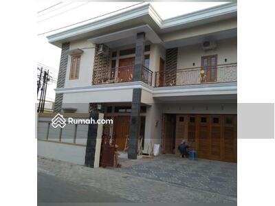 Disewa - disewakan rumah  modern 2 lantai dipinggir jalan dekat hotel hyatt