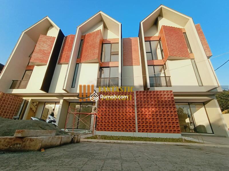 Rumah di jual 3 Lantai Dibintaro dekat plaza dan stasiun #108452916