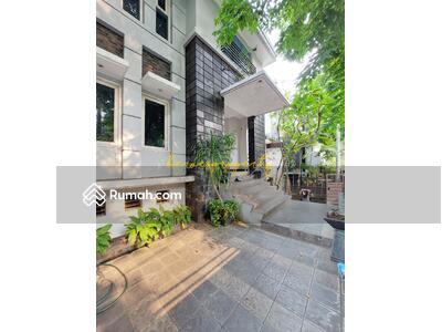 Dijual - Kuningan Komplek Elit Premium Sangat Tenang n Strategis Rumah 3 Lantai