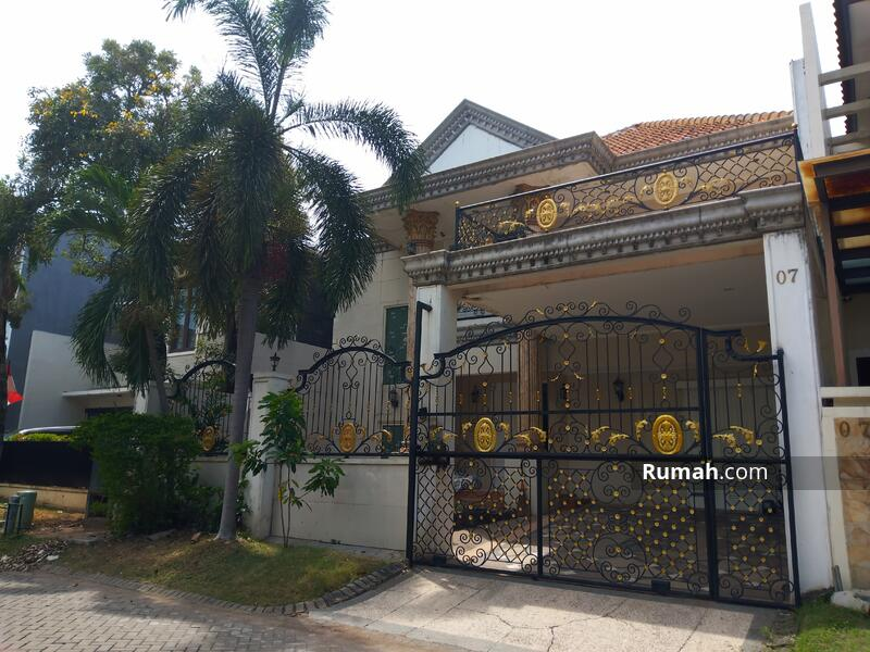 Jual Rumah Graha Family model Klasik dekat Club House murah #108542896