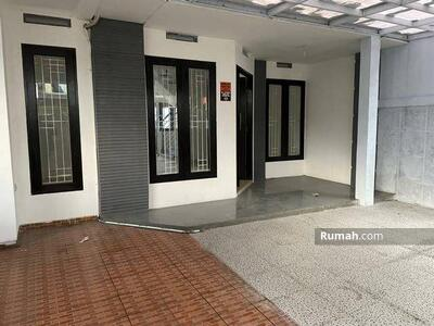 Disewa - 4 Bedrooms Rumah Pejaten, Jakarta Selatan, DKI Jakarta