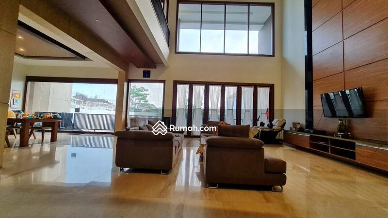 Dijual Rumah Eksklusif dengan Kolam Renang di Setraduta Bandung #108799772