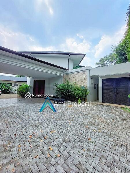 Kemang Luxury Tropical Modern House, S.Pool And Spacious Backyard #108818456