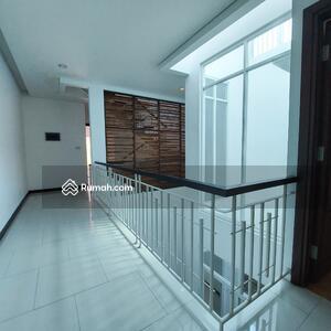 Dijual - Rumah 3 Lantai Di Radio Dalam Jakarta Selatan, 5 mnt ke PIM, Cocok untuk HUNIAN dan KANTOR