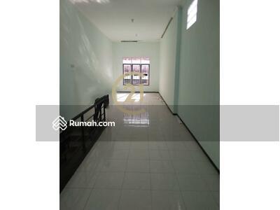 Dijual - Ruko baru, 2 lantai, Siap pakai, dekat pasar, strategis, daerah chinese town ,  cocok untuk jualan