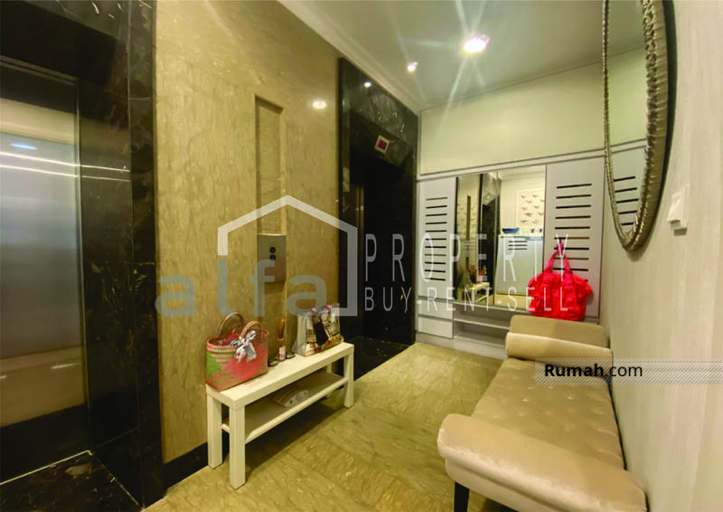 For Rent Apartemen Residence 8, 3 BR 2 Bathroom Luas 180 m2 Full Furnish #109098348