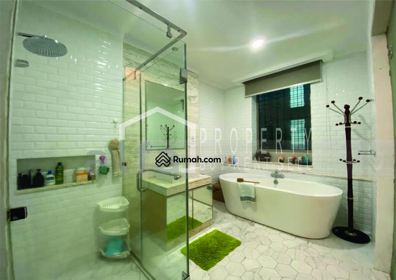 For Rent Apartemen Residence 8, 3 BR 2 Bathroom Luas 180 m2 Full Furnish #109098354