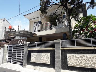 Dijual - Rumah Bagus 2 Lantai Tengah Kota Manahan Solo