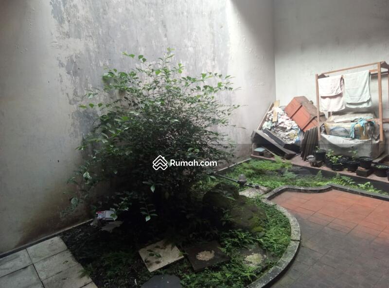 Jual Cepat (Mau Bagi Waris) Rumah Tua dgn Lokasi Strategis di Sayap Riau #109256190