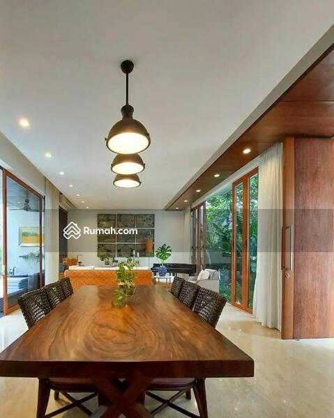 Rumah Mewah Modern Tropis #109261752
