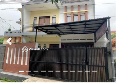 Dijual - Rumah Hook 3 lantai strategis di Sarijadi Bandung Utara dekat Kampus Maranatha