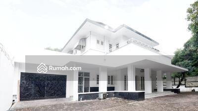 Disewa - Disewakan Rumah Bergaya Moderen LT : 2. 200 m2 | LB : 1. 050 m2 $ 10. 000 /Month