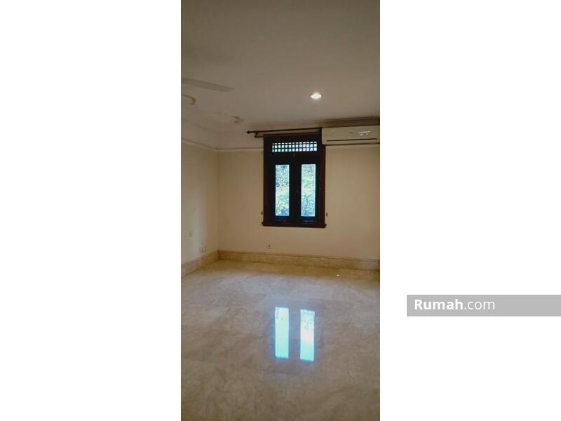 For Rent Minimalist Tropical Townhouse at Kemang #109308784
