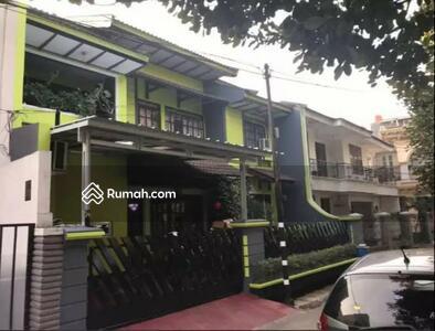 Dijual - Dijual Rumah Luas di Tebet Akses Jalan dua mobil depan Taman Murah