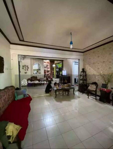 Dijual Rumah Luas di Tebet Akses Jalan dua mobil depan Taman Murah #109314216