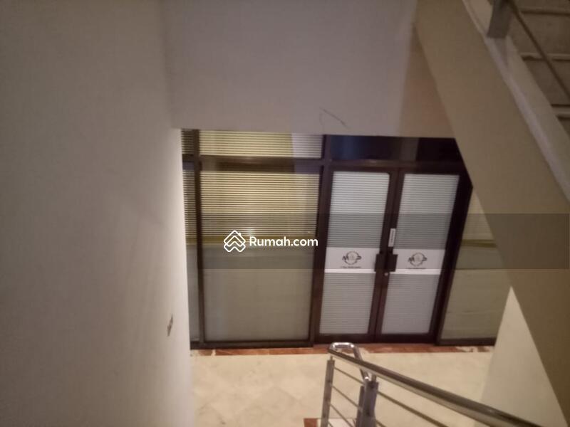 Gedung 5 Lantai Luas Bangunan 1250 m2 di Cikini, Jakarta Pusat #109316790