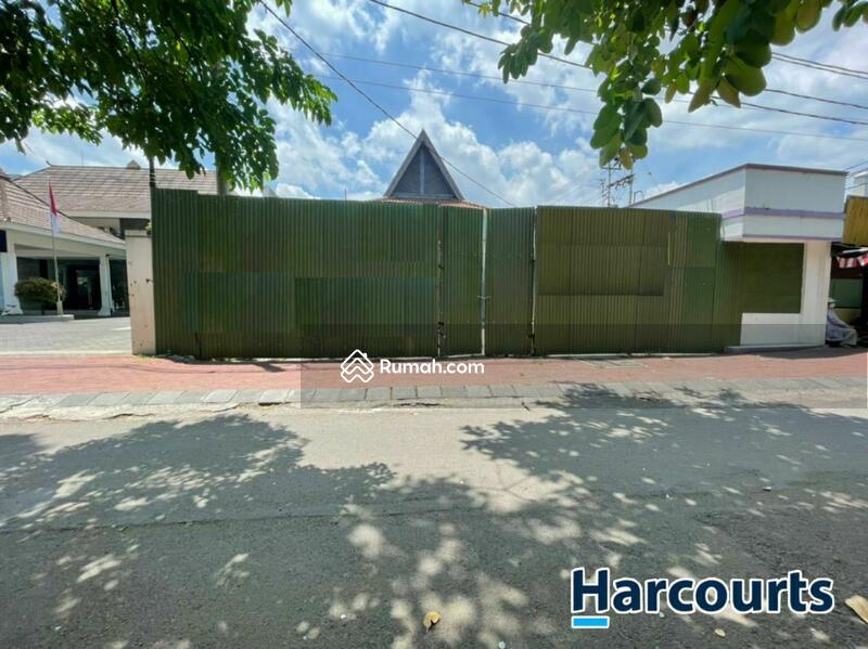 RUANG USAHA bekas BANK kawasan Premium di Jl. Slamet Riyadi, Solo #109352242