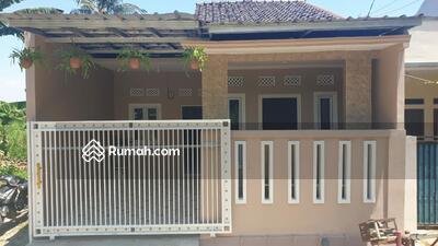 Dijual - Rumah Cantik didalam Komplek Perumahan
