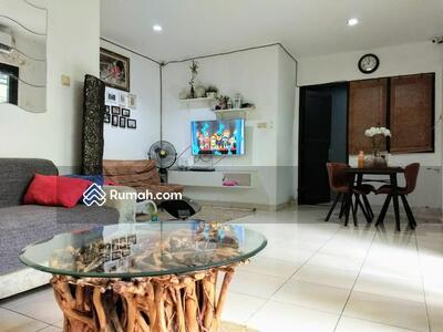 Dijual - Dijual rumah  2lantai, di hook, luas 155m2 lokasi Kav dki meruya utara