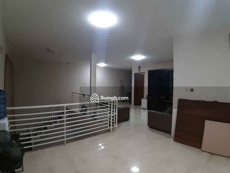 FOR SALE Rumah 2lantai di cluster favorite Singgasana Pradana.  DARMASAKTI #109561086