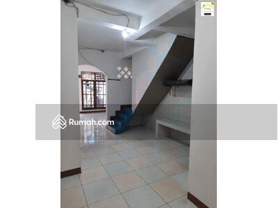 Dijual - Disewakan Rumah Siap Huni 4 + 1 KT Di Tanjung Duren, Jakarta Barat