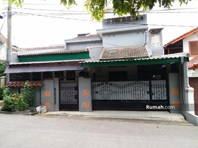 Dijual - Rumah cocok untuk usaha kost-an di Jl Cempaka Taman cimanggu