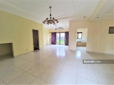 Dijual - Rumah 2 lantai sudah renoved luas 148m 9x17 type 3KT cluster Zebrina JGC Jakarta Garden City Cakung