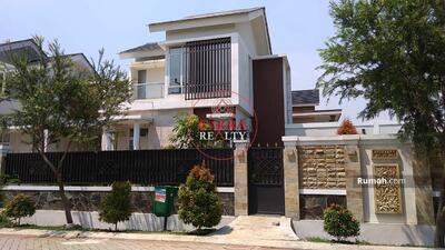 Dijual - Rumah Real Estate Kamar 4 Tanah Luas