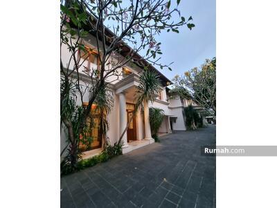 Dijual - Rumah mewah MURAH di CIPETE private POOL